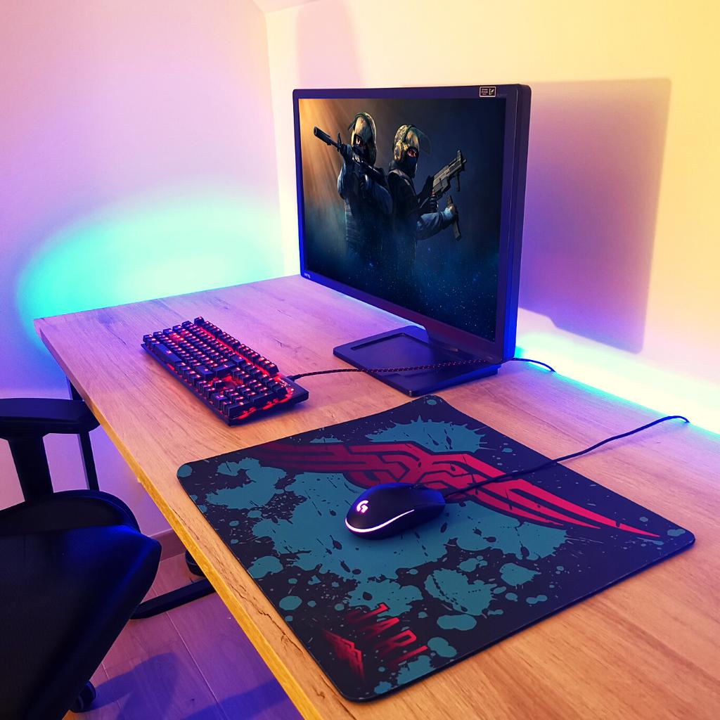 Tapis de souris gaming sur bureau